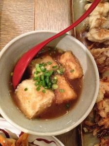 Le bouillon au tofu frit
